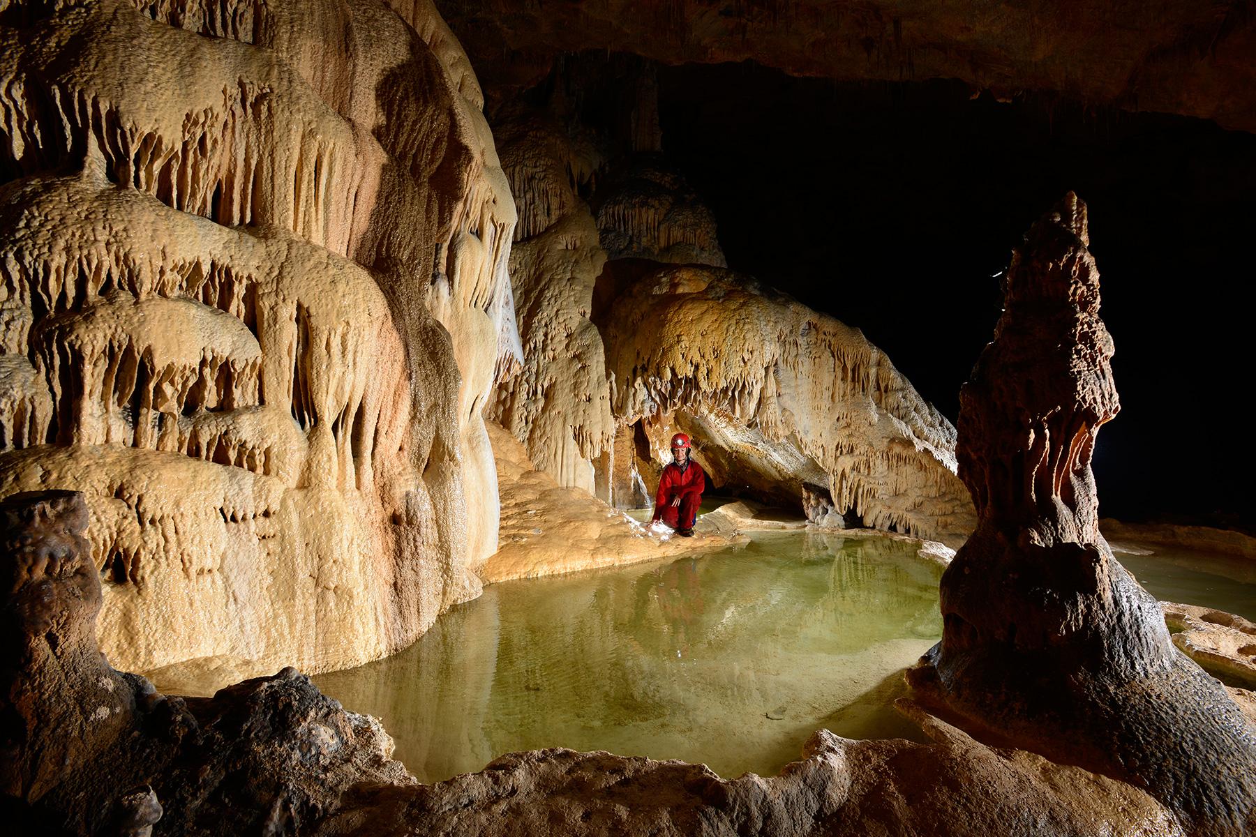 Photo grotte de saint marcel ard che gour avec eau - Piscine de saint marcel ...