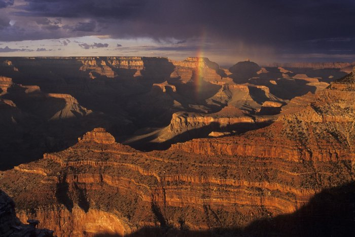 Grand Canyon. Coucher de soleil avec arc-en-ciel à Mather Point (V 08467)
