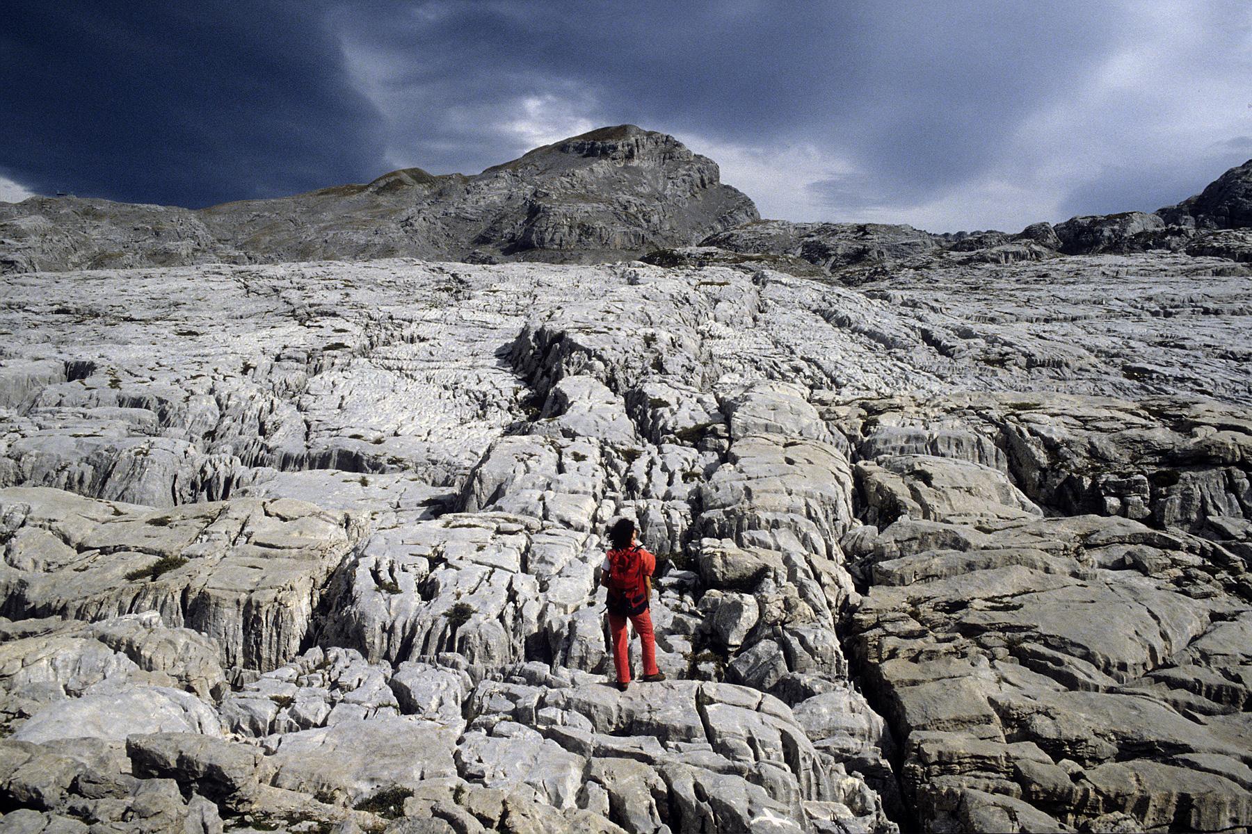 Lapiaz et sites ruiniformes karst philippe crochet - Office du tourisme la pierre saint martin ...